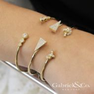 14k Yellow Gold Byblos Bangle angle