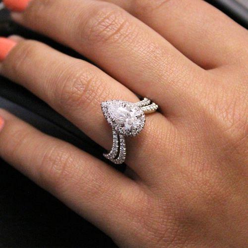 18K White Gold Pear Shape Halo Diamond Engagement Ring angle