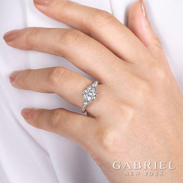 Vintage 18K White Gold Round Diamond Engagement Ring angle