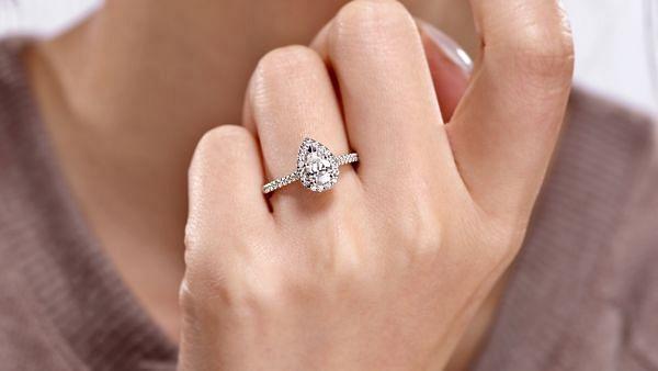 Paige 14k White Gold Pear Shape Halo Engagement Ring