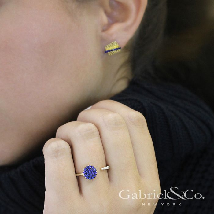 14k Yellow Gold Hammered Square Sapphire Bar Stud Earrings angle