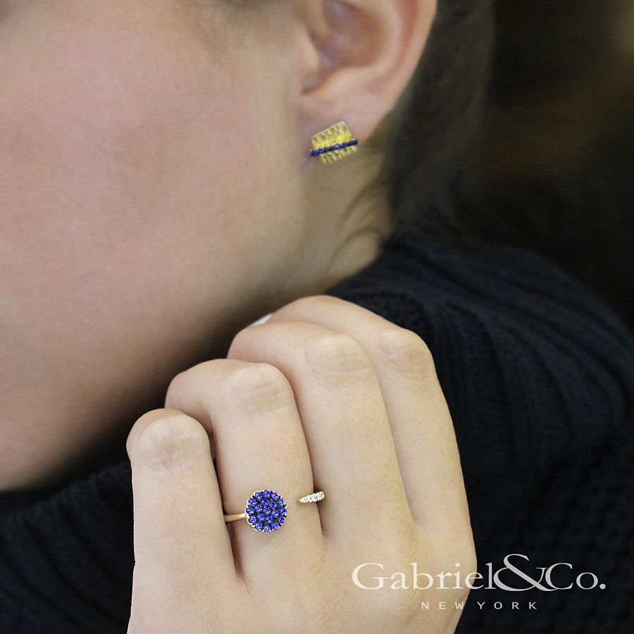 14K Yellow Gold Hammered Square with Sapphire Bar Stud Earrings angle