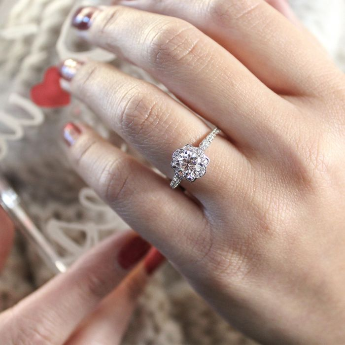 18K White Gold Round Halo Diamond Engagement Ring angle