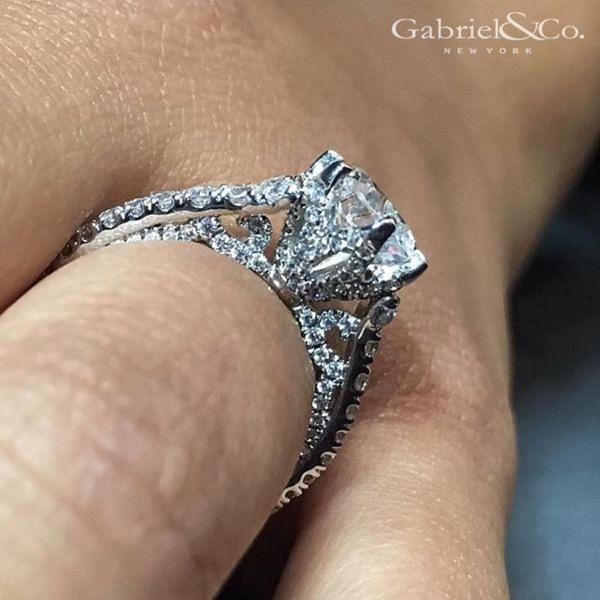 Tia 18k White Gold Round Straight Engagement Ring angle