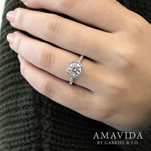 18K White Gold Round Halo Diamond Engagement Ring angle