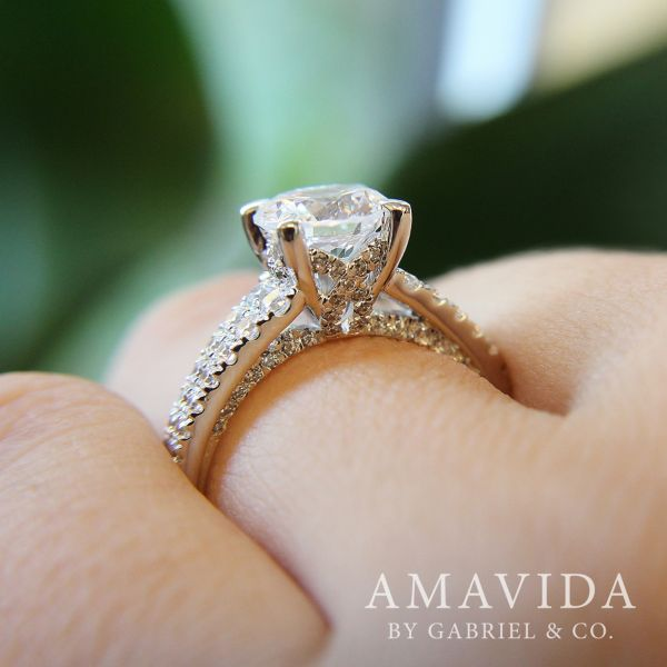 18k White Gold Round Straight Engagement Ring angle