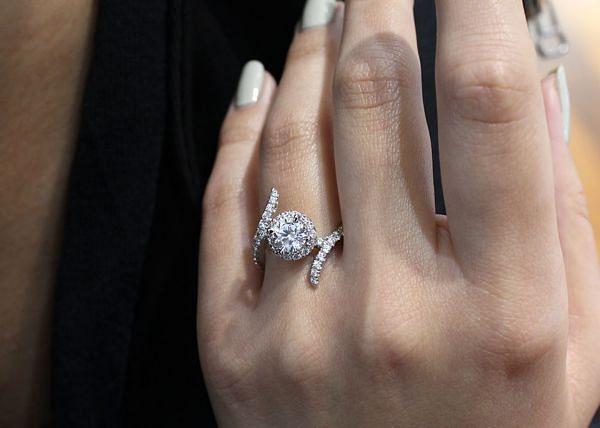 Nebula 14k White Gold Round Halo Engagement Ring angle