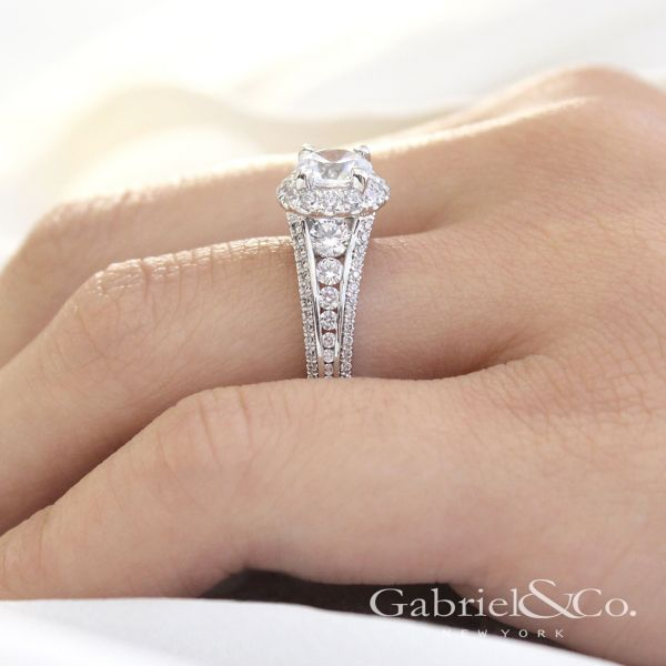 Sorrel 14k White Gold Round Halo Engagement Ring angle