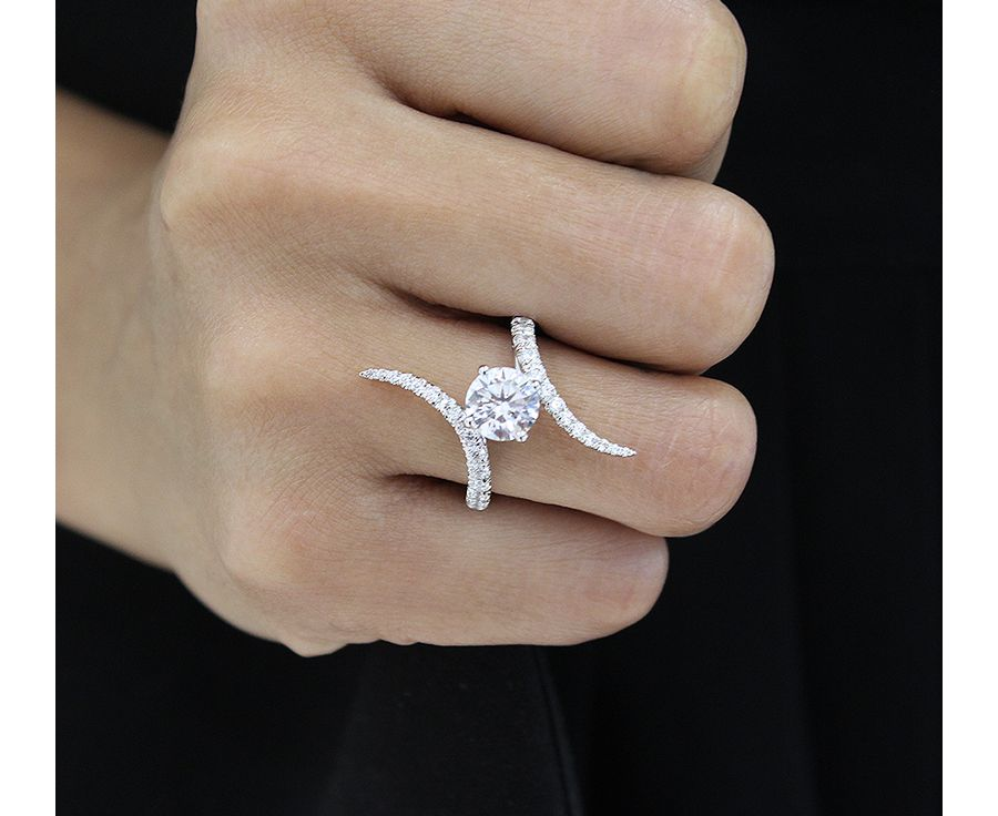 18K White Gold Round Diamond Engagement Ring angle