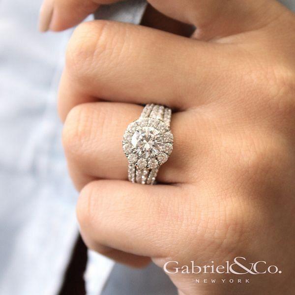 Lainey 18k White Gold Round Halo Engagement Ring angle