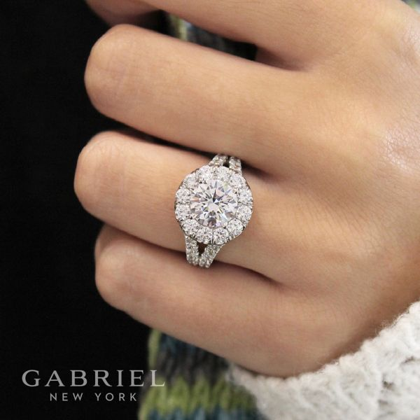 Coco 18k White Gold Round Halo Engagement Ring angle