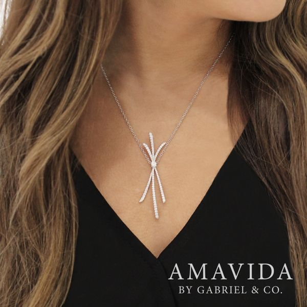 18k White Gold Contemporary Fashion Necklace angle