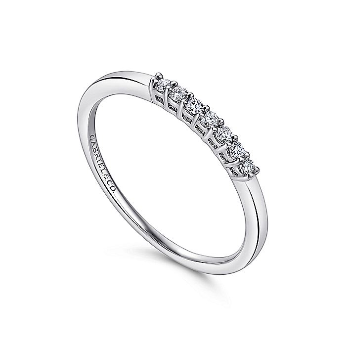 14K White Gold 7 Stone Shared Prong Set Diamond Wedding Band