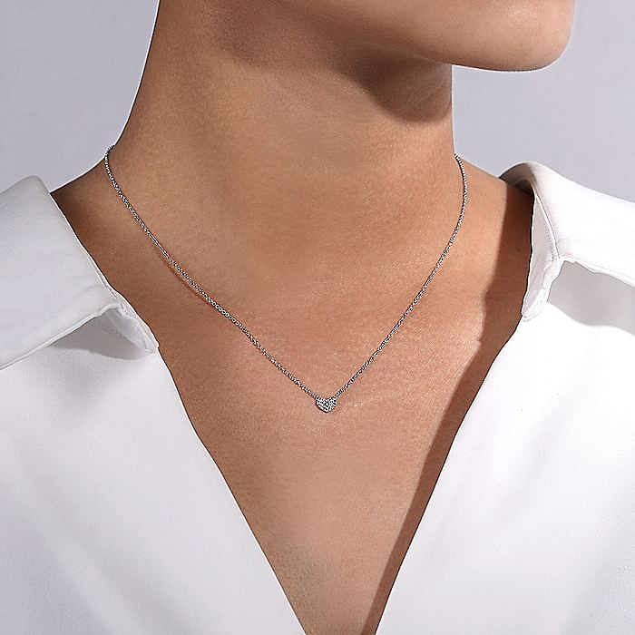 14K White Gold Pavé Diamond Pendant Heart Necklace