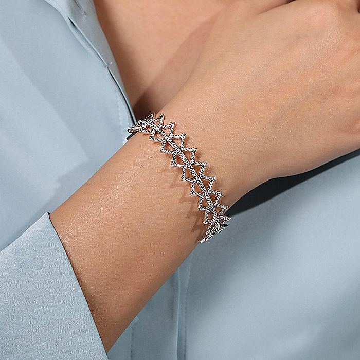 14K White Gold Zig Zag Diamond Bangle