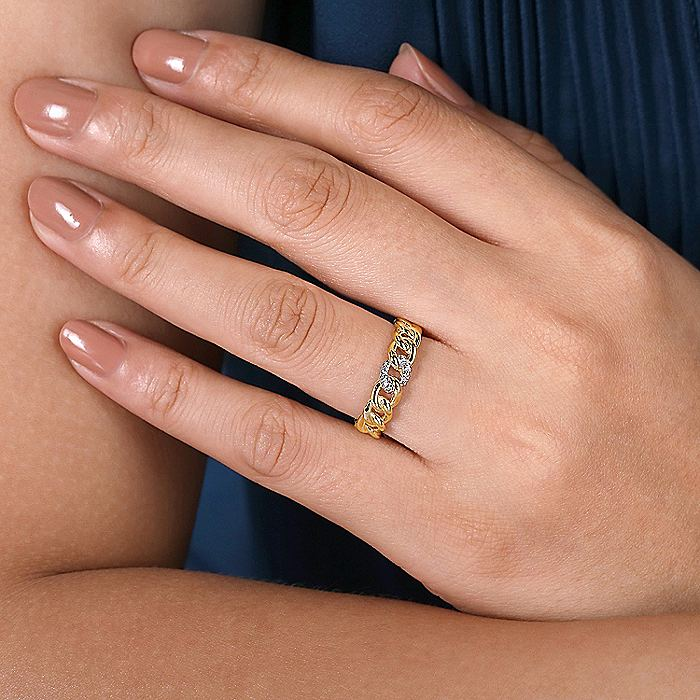 14K Yellow Gold Chain Link Ring Band with Pavé Diamond Station