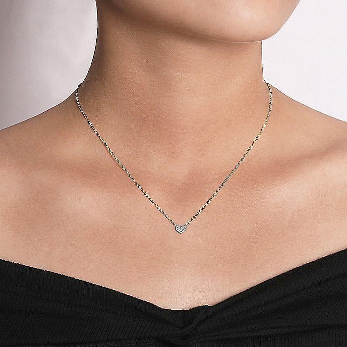 14K Yellow Gold Pavé Diamond Pendant Heart Necklace