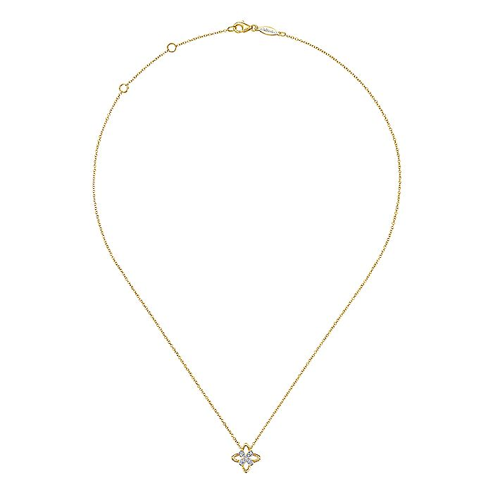 14K Yellow Gold Twisted Rope Clover Pendant Necklace with Diamond Petals
