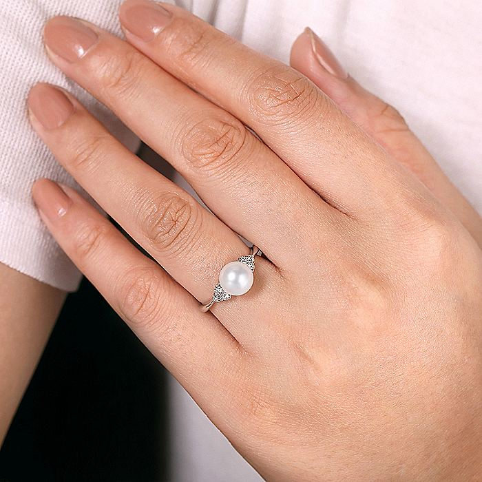 14k White Gold Classic Cultured Pearl & Diamond Fashion Ring
