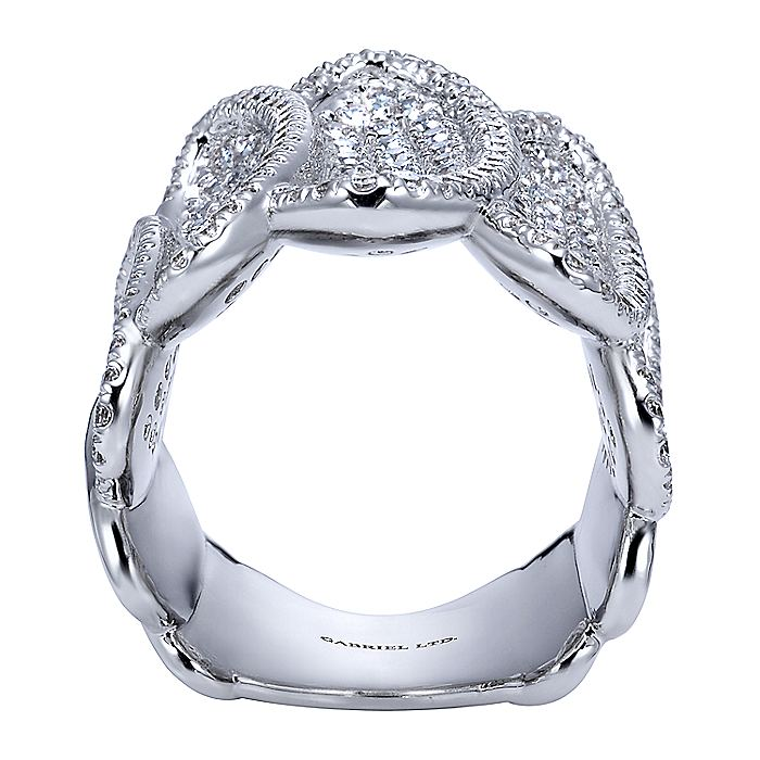18K White Gold Diamond Pavé Oval Station Ring