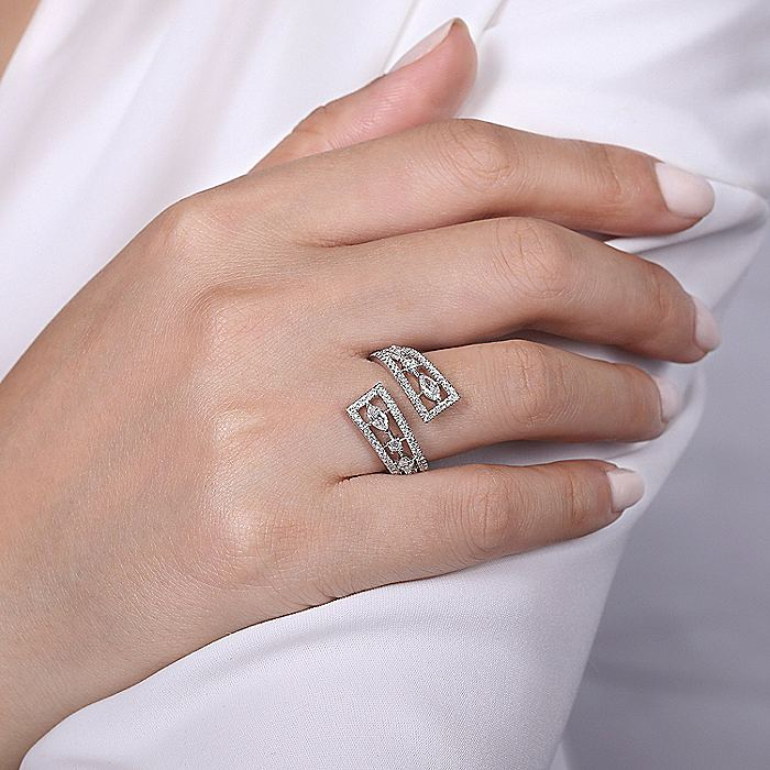 18K White Gold Fashion Ladies Ring