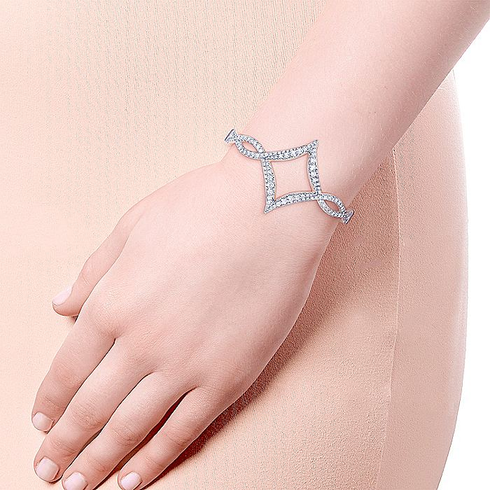 18K White Gold Twisted Square Diamond Pavé Bangle
