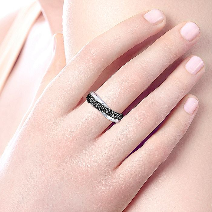 925 Sterling Silver Hammered Black Spinel Ring