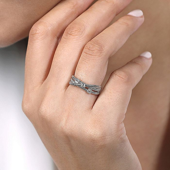 925 Sterling Silver Overlapping Diamond Station Ring