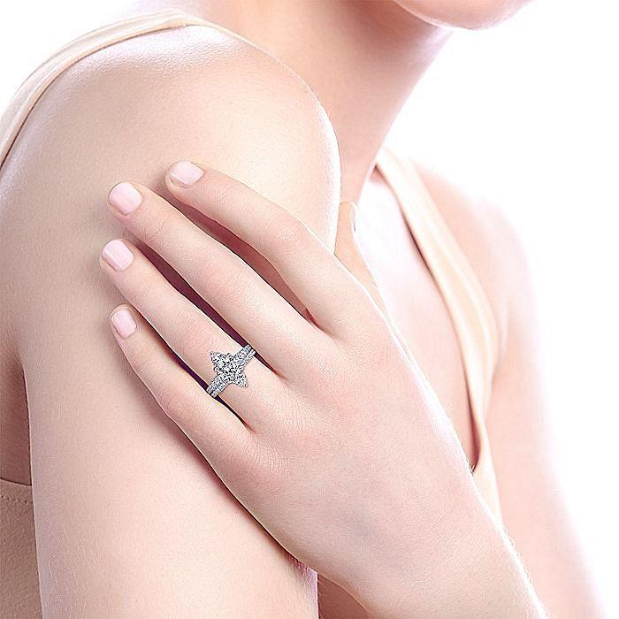 Art Deco 18K White Gold Round Halo Diamond Engagement Ring