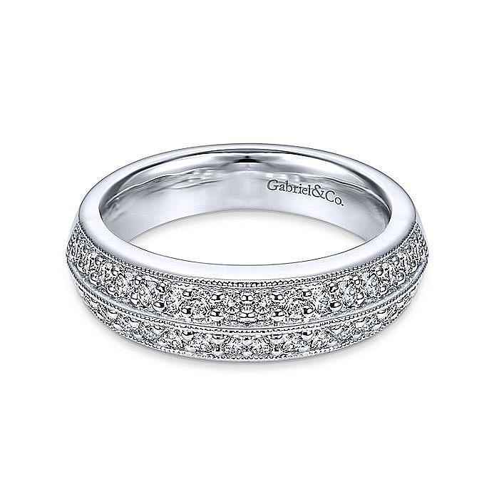 Prong  Classic Diamond Ring in Platinum