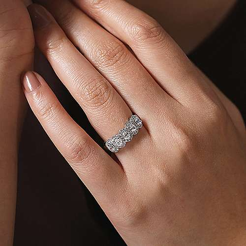 14K White Gold Oval Diamond Halo Station Anniversary Band