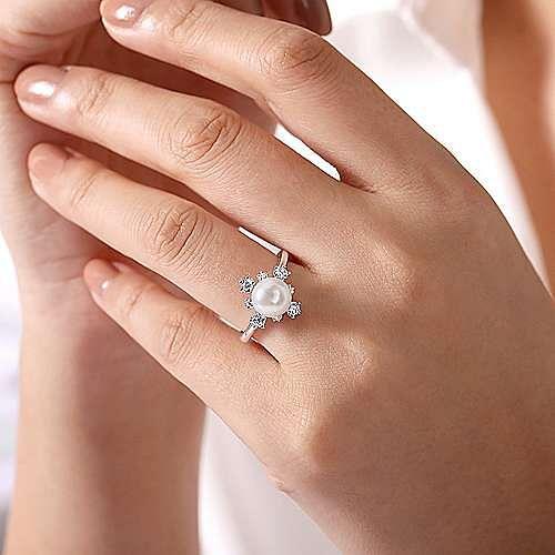 14K White Gold Pearl Ring with Bursting Diamond Halo