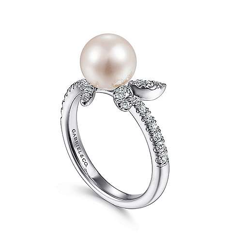 14K White Gold Pearl Ring with Diamond Leaves