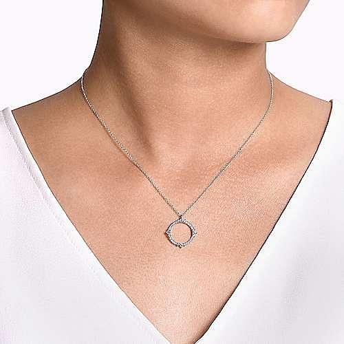 14K White Gold Round Diamond Circle Pendant Necklace