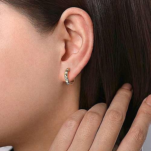14K Yellow Gold 15mm Grommet Pattern Huggie Earrings
