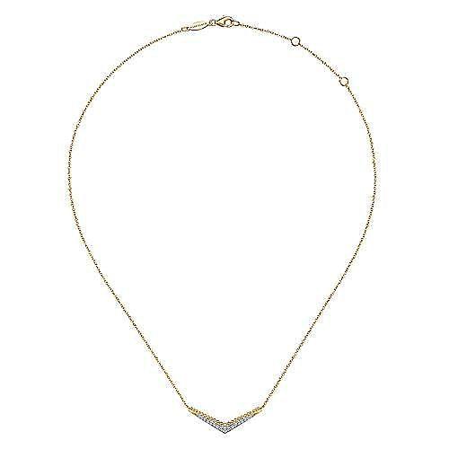 14K Yellow Gold Beaded Chevron Diamond Bar Necklace