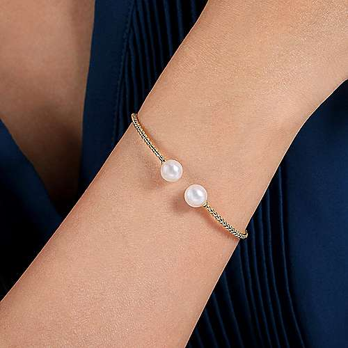 14K Yellow Gold Bujukan Bead Split Cuff Bracelet with Cultured Pearls