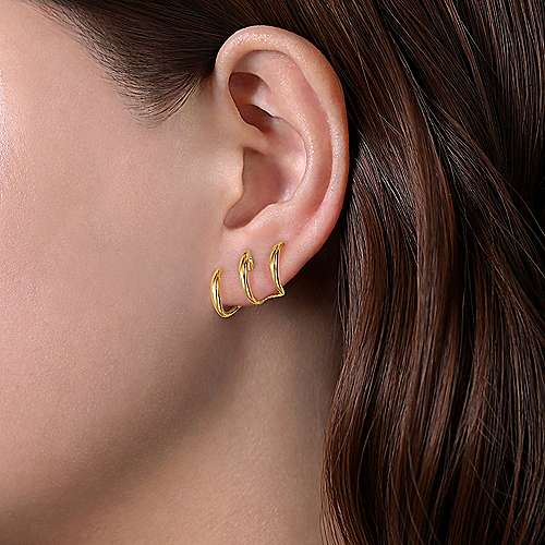 14K Yellow Gold Curving Three Row Stud Earrings