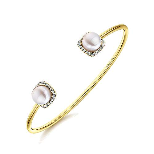 14K Yellow Gold Diamond & Cultered Pearl Bangle
