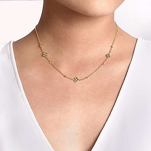 14K Yellow Gold Pyramid Quatrefoil Station Necklace
