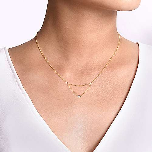 14K Yellow Gold Triangular Chain Necklace with Pavé Diamond Heart