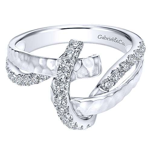 14k White Gold Souviens Twisted Ladies Ring