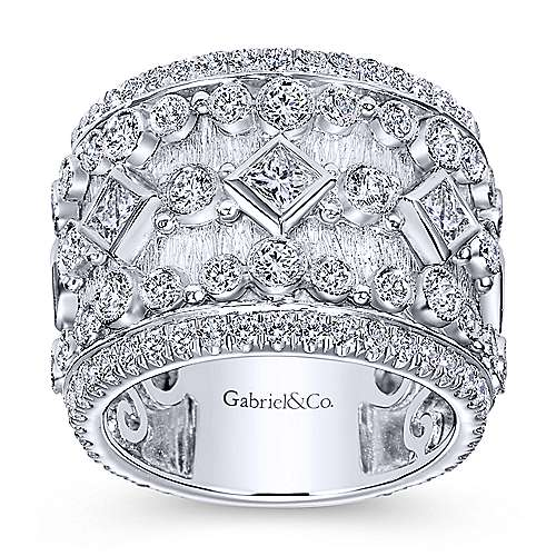 18K White Gold Fancy Anniversary Band