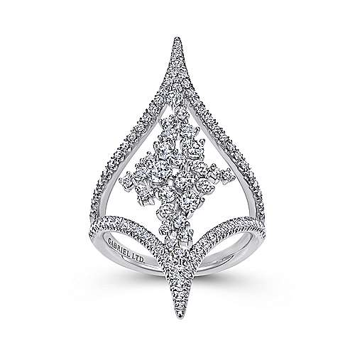 18K White Gold Pointed Ends Ring with Diamond Cluster Center