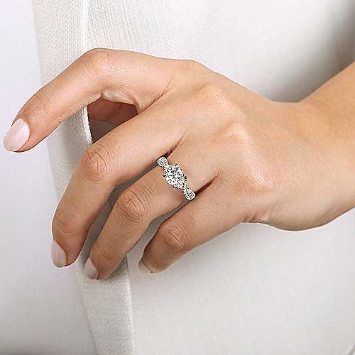 18K White Gold Twisted Round Diamond Engagement Ring
