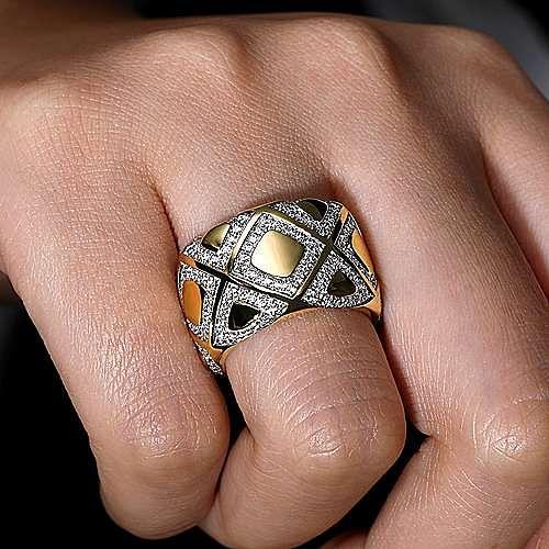 18K Yellow Gold Square Diamond Pattern Wide Band Ring