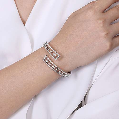 18k White Gold Art Moderne Bangle