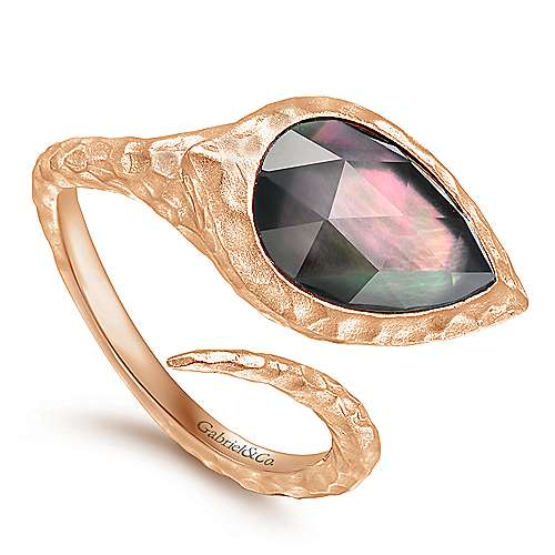 Rose Plated Hammered Silver Split Ring with Pear Rock Crystal/Black Pearl Stone